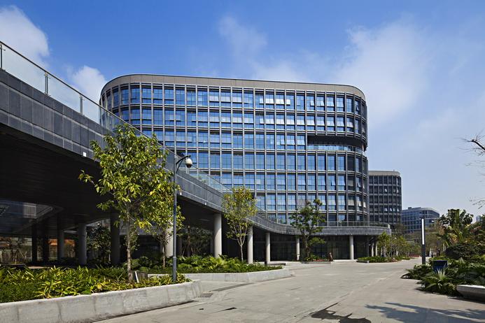 """3月12日,奥意建筑在总部二楼会议室召开""""智慧城市与可持续设计""""研讨会,由陈溪主持,和大家进行了一场精彩的分享。 本次沙龙有三个主题:奥意建筑高新事业部总经理殷明介绍了""""三星电子""""项目设计过程,第一工作室主持建筑师万力讲解了""""蛇口网谷""""的设计过程,荷兰Inbo公司董事合伙人、国际业务CEOAron Bogers及高级设计师Niels Kranenburg以""""智慧与可持续主题:城市节拍""""为题做了报告。"""